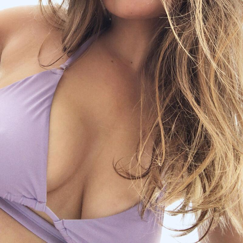 Parte de arriba de bikini triángulo de doble vuelta - morada;