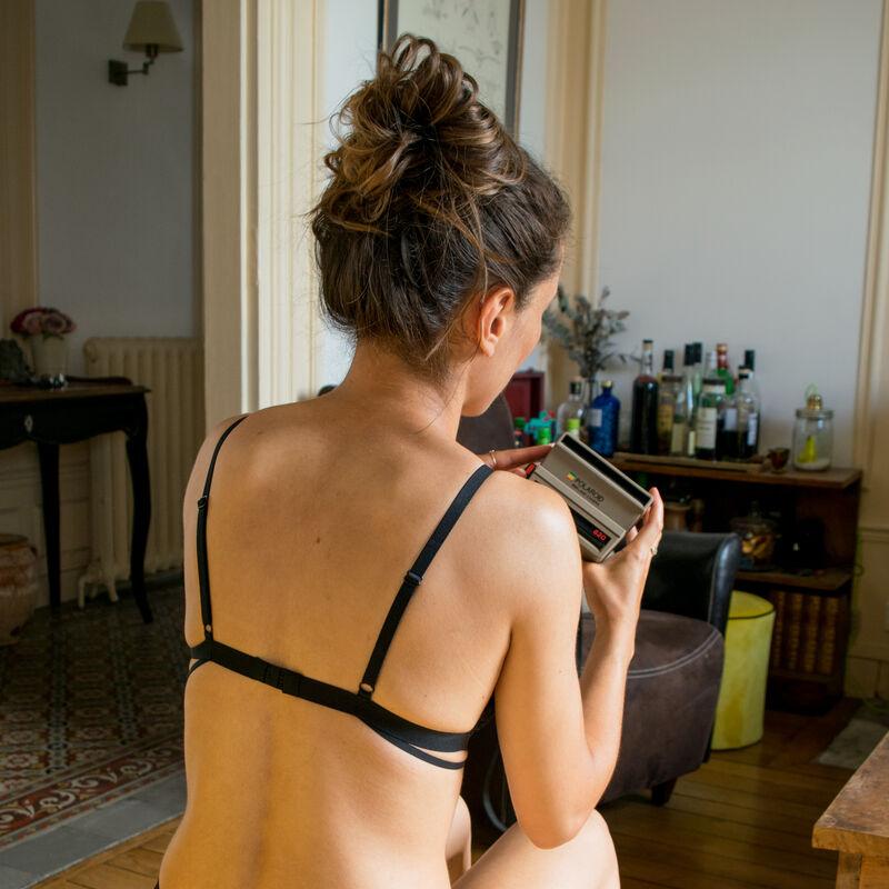 Sujetador de triángulo sin aros con escote efecto tatuaje - negro;