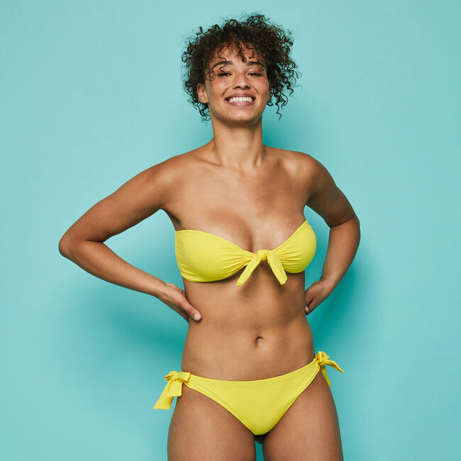 Top de bikini bandeau amarillo Sexyknotiz;