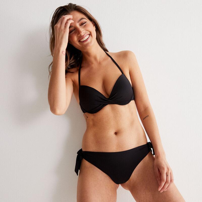 Parte de arriba de bikini push-up con escote girado - negro;