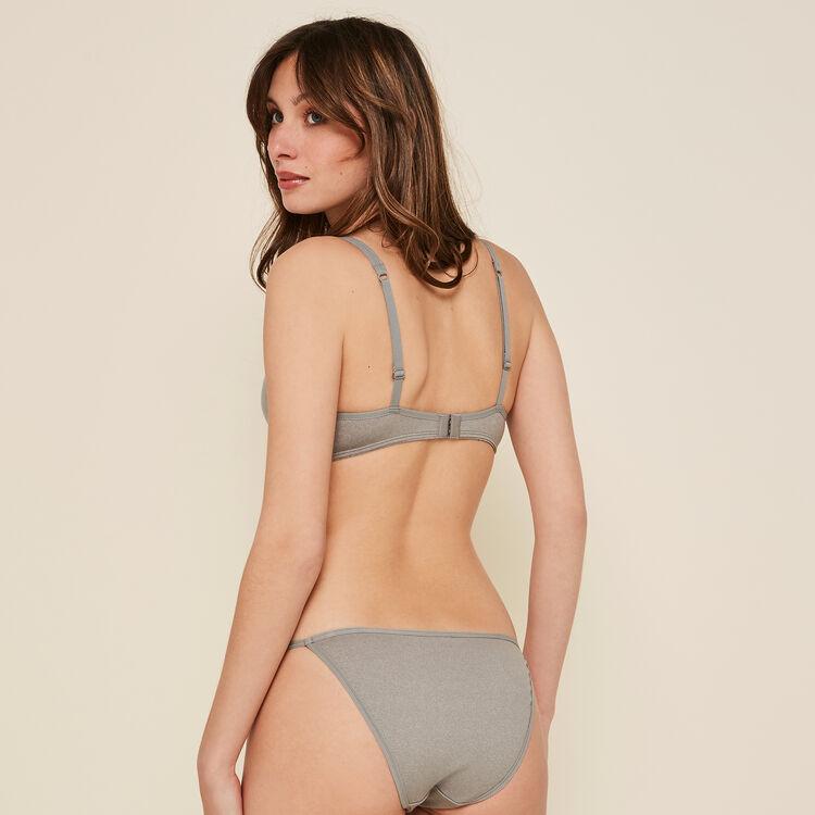 Braguita gris de cintura fina;