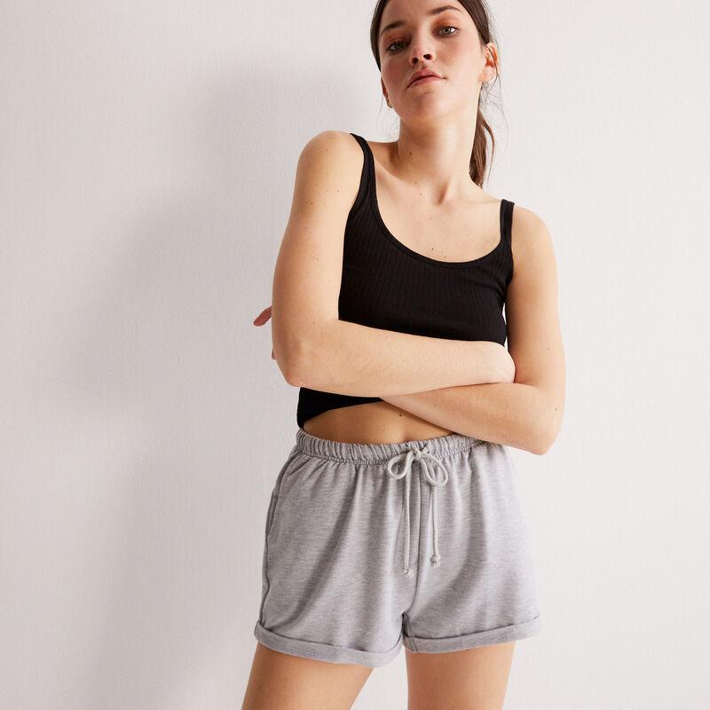 shorts lisos con detalle de cordón - gris;