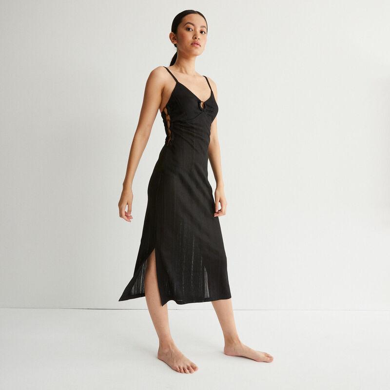 vestido largo calado y con escote con anillas - negro;
