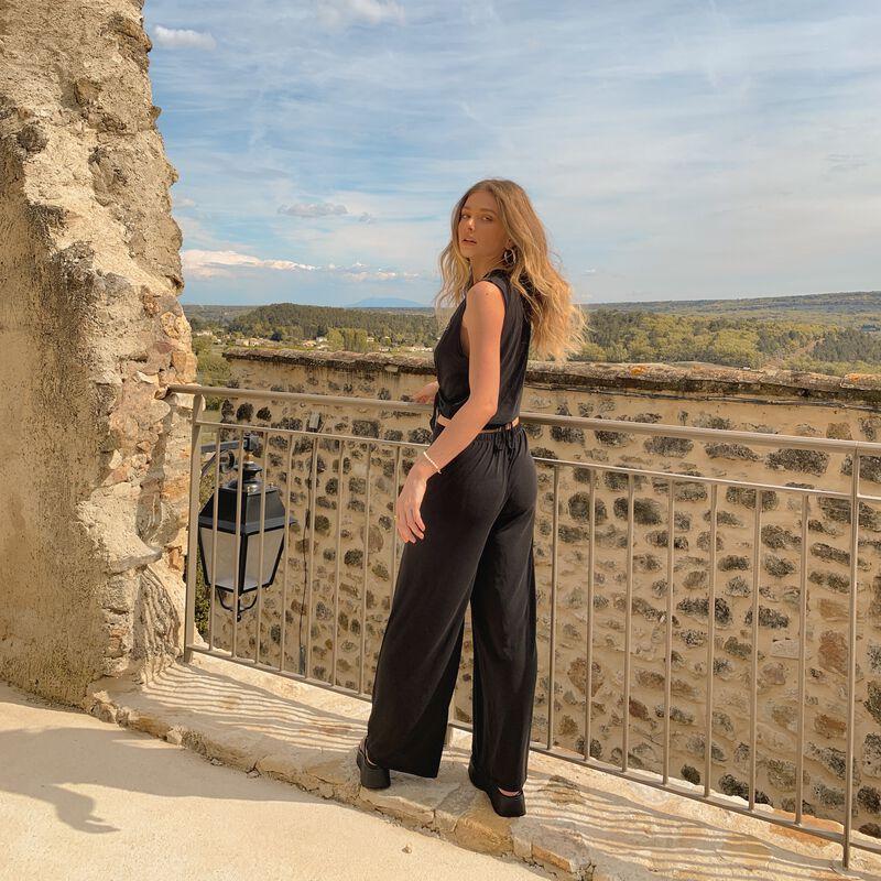 Pantalón fluido con detalle en la cintura - negro;