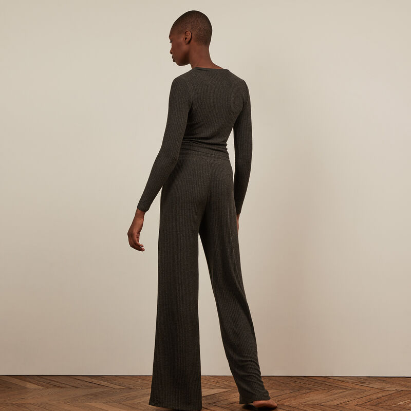Pantalón ancho - negro;