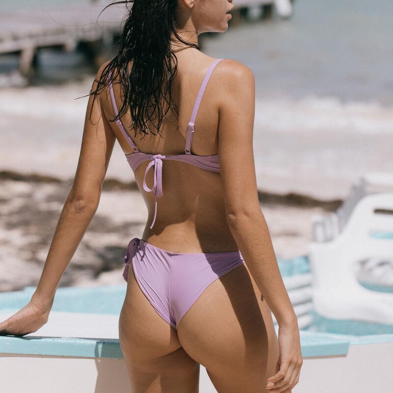 Parte de arriba de bikini push-up con escote girado - lila;