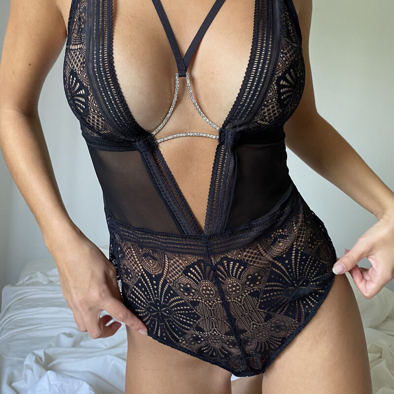 Body sin aros con detalles de lazos y estrás - negro;