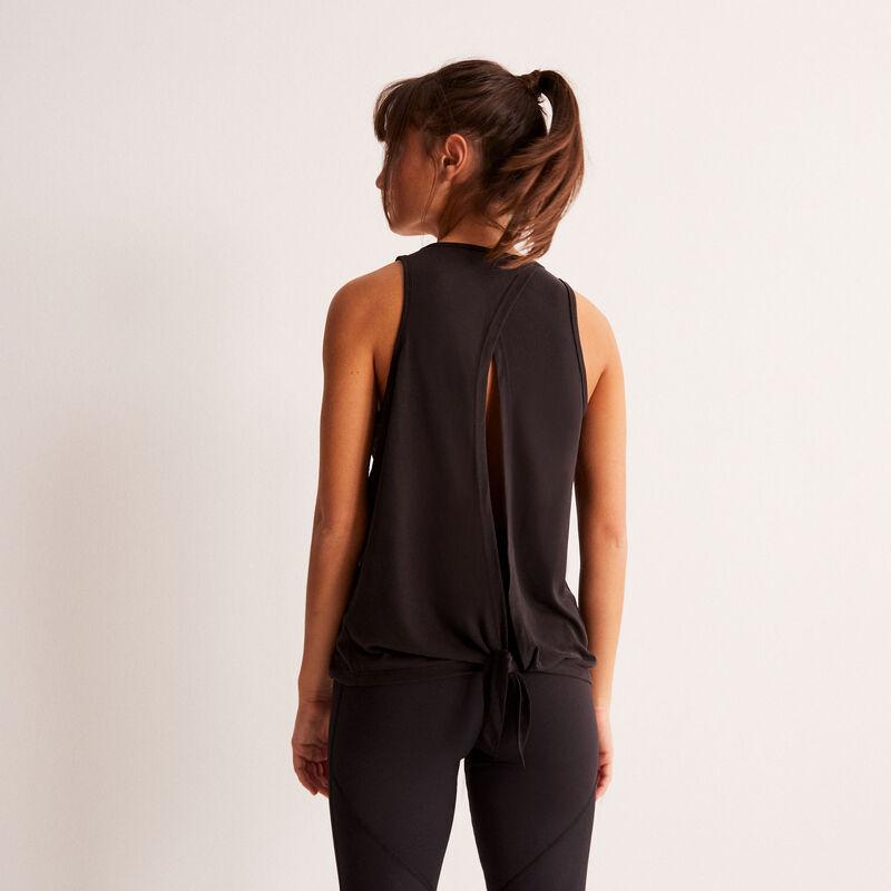 Top deportivo con detalle de espalda abierta - negro;