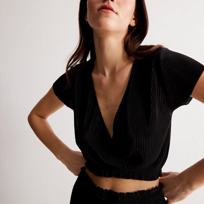 top plisado manga corta y escote de corazón - negro;
