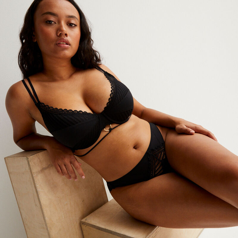 Braguita brasileña calada Aya x undiz - negra;