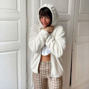 chaqueta de fibra polar con cremallera de anillo y capucha - crema