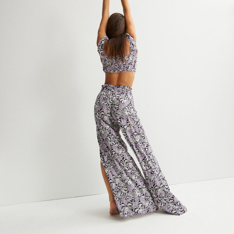 Pantalón ancho abierto con estampados de mariposas - morado;